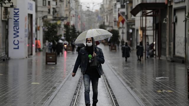 İstanbulun bazı ilçelerinde yağış etkili oldu