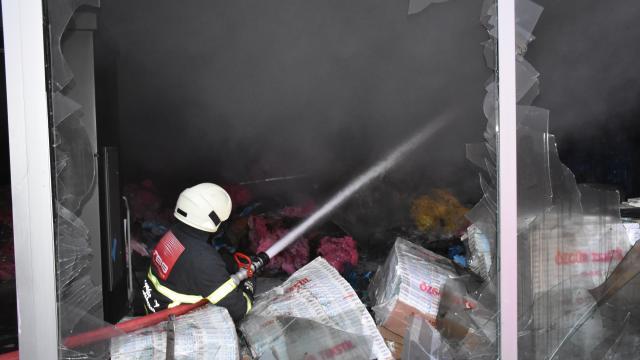 Kırıkkalede maske üretim atölyesinde çıkan yangın hasara neden oldu