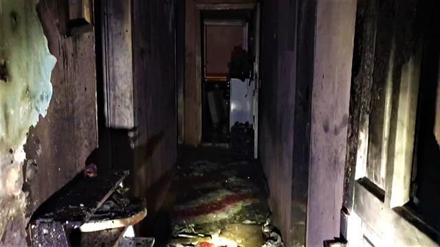 Benzinle sobayı tutuşturdu: Hem kendini hem de evi yaktı