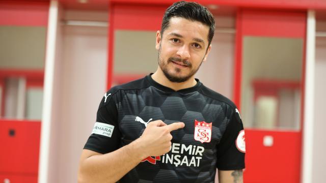 Sivasspor Ahmet Oğuzu kadrosuna kattı
