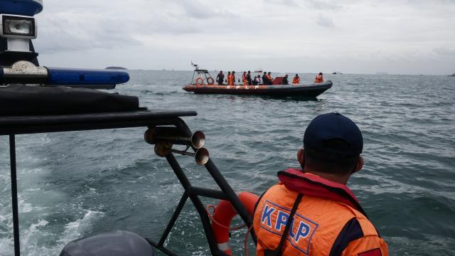 Endonezya uçağının ikinci kara kutusu aranıyor
