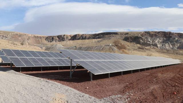 Niğdede güneş enerjisi santrali elektrik üretimine başladı