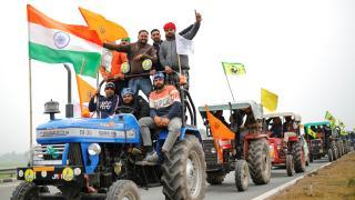 Hindistan'da traktörlü eylem yapan çiftçilere polis müdahale etti