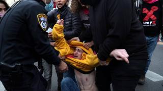 İsrail'de Netanyahu karşıtı gösterilere polis müdahalesi