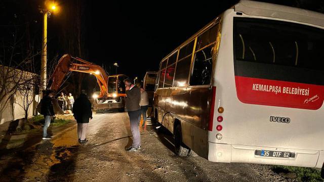 Belediye personelini taşıyan midibüs devrildi: 4 yaralı