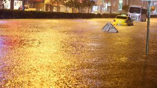 İzmir'de kent merkezine 78 kilogram yağış düştü