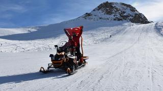 JAK timleri Hakkari'de kayakseverlerin güvenliği için nöbete