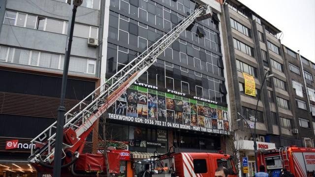 Apart oteldeki yangın söndürüldü