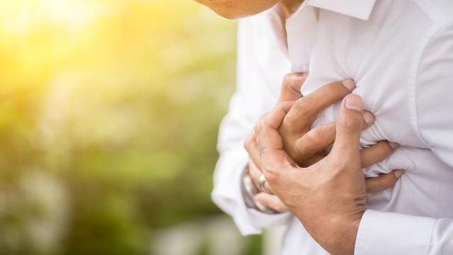 """""""Sigara kalp krizi riskini 5 kat artırıyor"""""""