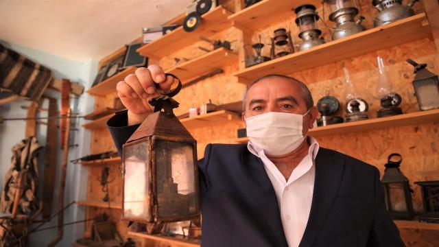 Köyünde kurduğu müzede 200e yakın eski eşyayı sergiliyor