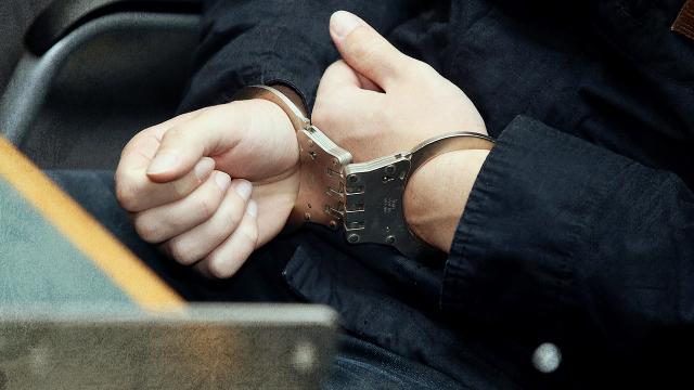 Antalya'da inşaat deposundan hırsızlık yaparken suçüstü yakalanan zanlı tutuklandı
