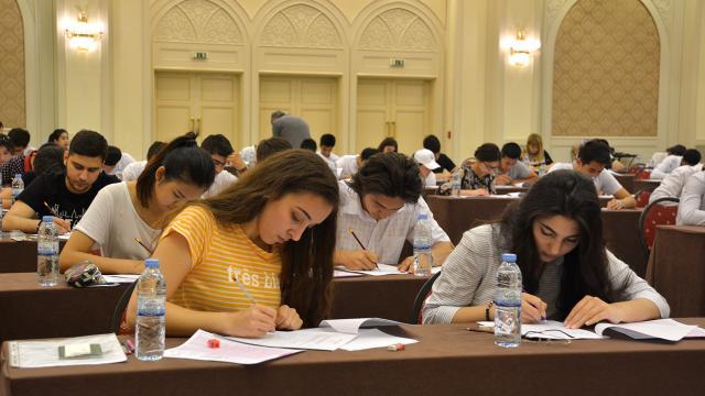 Özbekistandaki üniversitelerde yüz yüze eğitim yeniden başladı