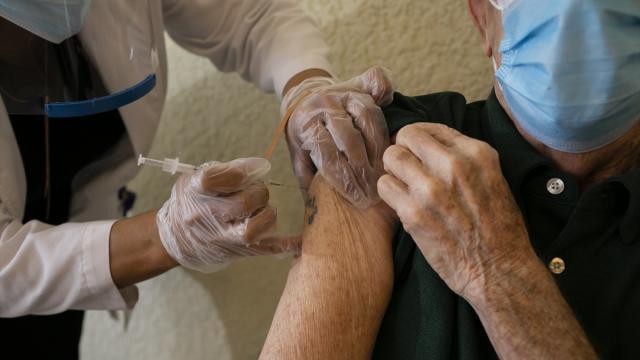 BioNtech aşısının iki dozu arasındaki süre 6-8 hafta olacak