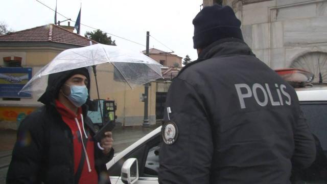Maskesiz gezen turistlere ceza kesildi
