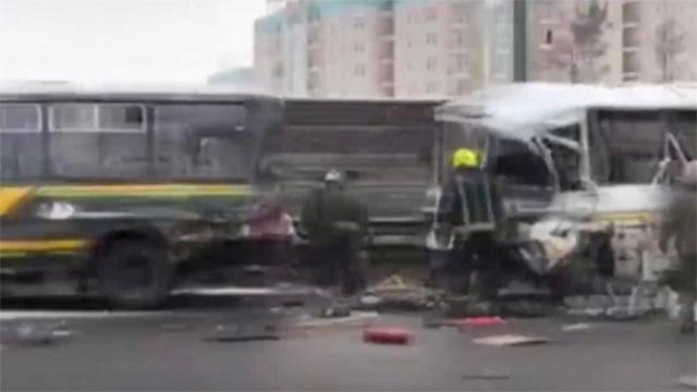Rusyada otobüs ile kamyon çarpıştı: 10 ölü, 14 yaralı