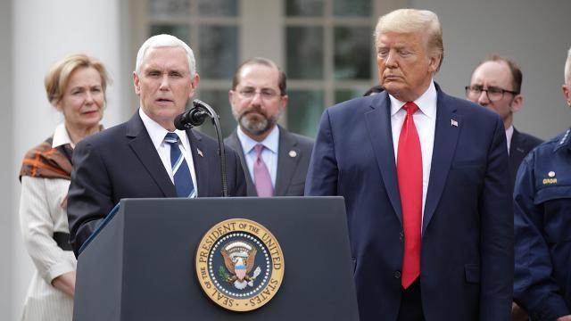Mike Pence, Trumpın görevden alınması için adım atmayacak