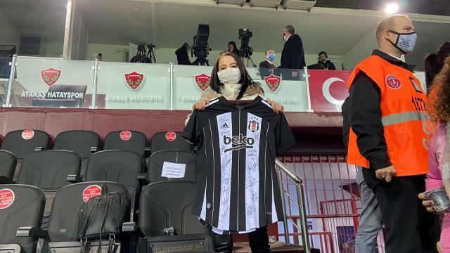 Kanser hastası kadının Beşiktaş maçını izleme hayali gerçek oldu