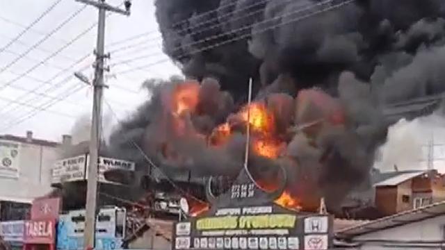 Bursada araç lastik deposunda yangın
