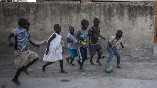 Zambiyada okullar yeniden açıldı