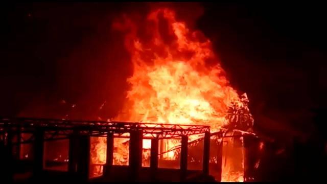 Arakanlı mültecileri bu kez yangın vurdu: 550 çadır küle döndü