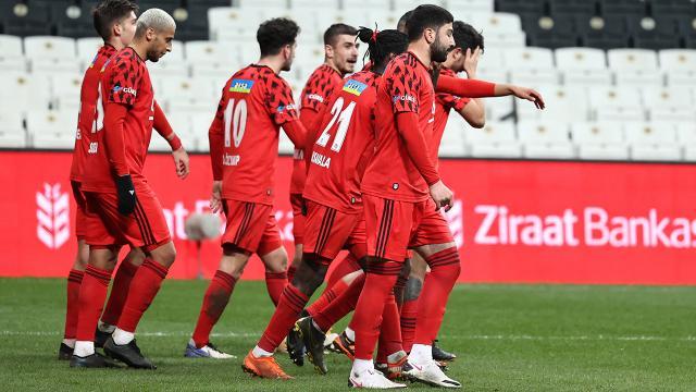 Beşiktaş, Galatasaray maçına taraftarlarının imzaladığı formayla çıkacak