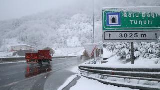 Bolu Dağı'nda kar yağıyor