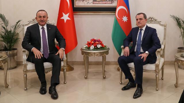 Bakan Çavuşoğlu Azerbaycanlı mevkidaşı Bayramovla görüştü
