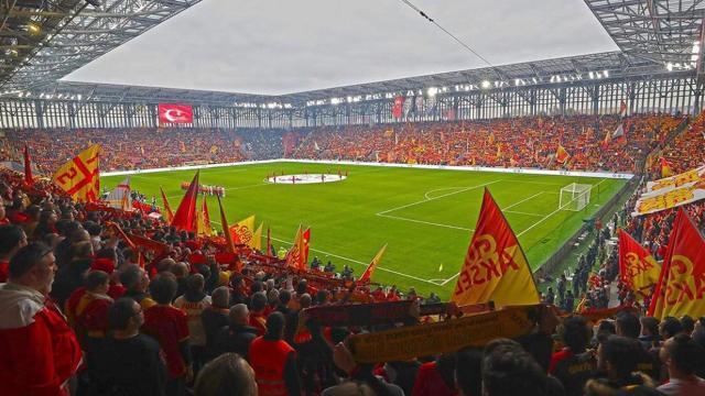 Göztepe profesyonel liglerde 2000. maçında