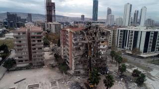 İzmir depreminde yıkılan binaların zeminleri incelenmemiş