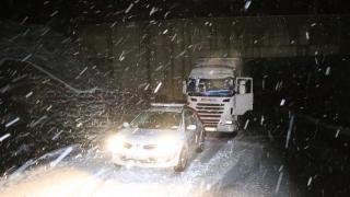 Erzurum ve Erzincan'da tipi ulaşımda aksamalara yol açtı
