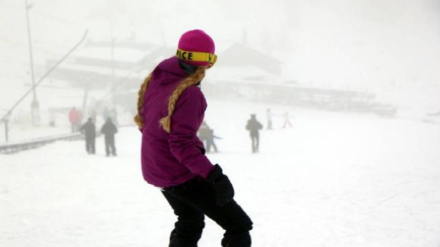 Kartalkayada tatilciler kayak keyfi yaşadı