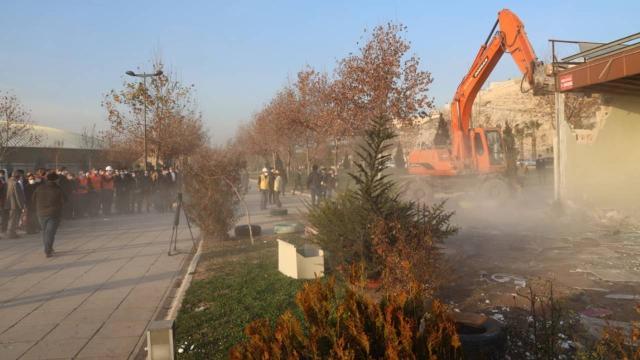 Şanlıurfada tarihi mezarlarının etrafındaki çarşı yıkıldı