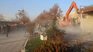 Şanlıurfa'da tarihi mezarlarının etrafındaki çarşı yıkıldı