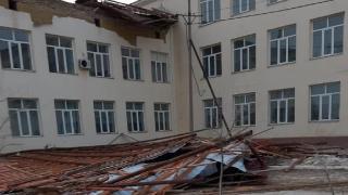 Kazakistan'da fırtına nedeniyle çatılar uçtu