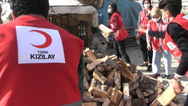 Kahramanmaraşta Türk Kızılay ekipleri ihtiyaç sahibi ailenin yüzünü güldürdü