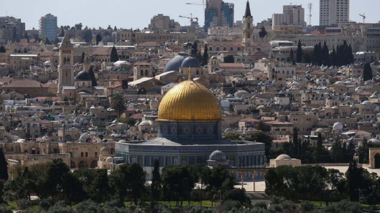 İsrail, Filistinlilerin Kudüs'e ulaşmasını engelledi