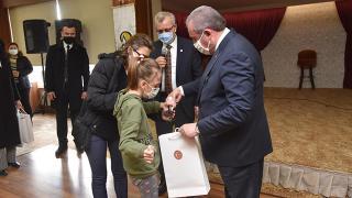TBMM Başkanı Şentop görme engelli Belinay ile bir araya geldi