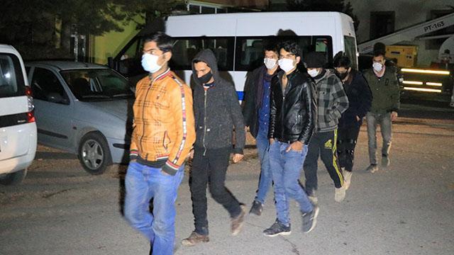 Erzincanda 8 sığınmacı yakalandı