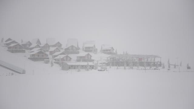 """Kahramanmaraştaki Yedikuyular Kayak Merkezi """"beyaz örtü""""ye büründü"""
