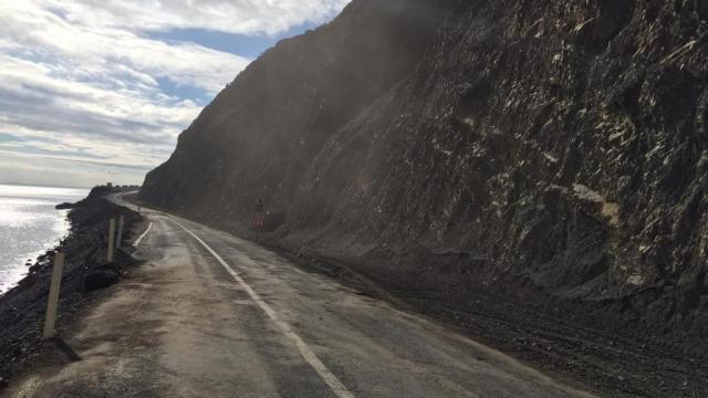 Tekirdağda sağanak ve fırtına nedeniyle düşen kaya parçalarının kapattığı yol ulaşıma açıldı