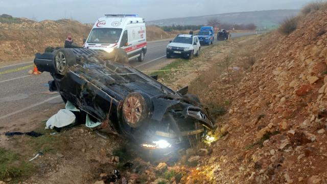 Kiliste devrilen otomobildeki bir kişi öldü, 4 kişi yaralandı