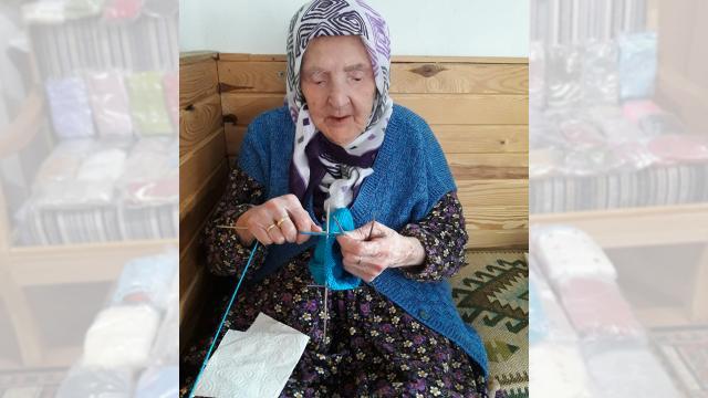 Zeliha Nineden Mehmetçiğe: Renkleri farklı motifleri tutmasa da dua ile ördüm