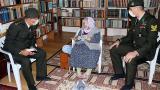 Mehmetçikten kendilerine çorap ören Zeliha nineye teşekkür ziyareti