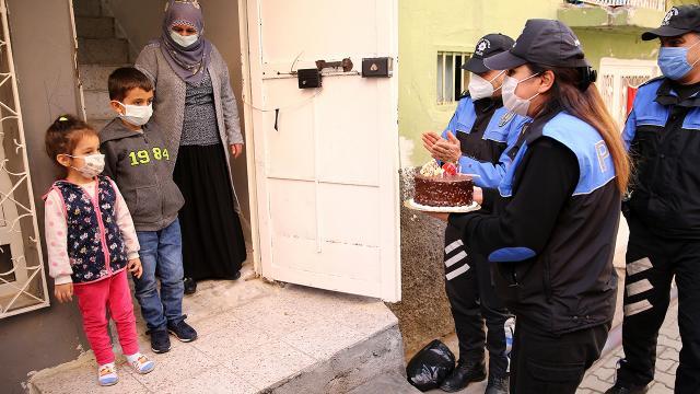 Adana polisinden küçük Doğana sürpriz doğum günü