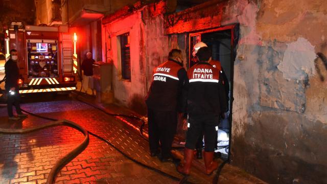 Adanada metruk binada yangın: 1 ölü