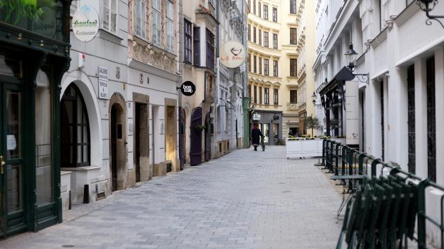 Avusturyada koronavirüs karantinası uzatıldı