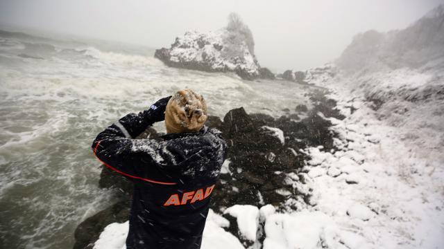 Karadenizde batan kuru yük gemisinde kaybolan 3 kişiyi arama çalışmaları sürüyor