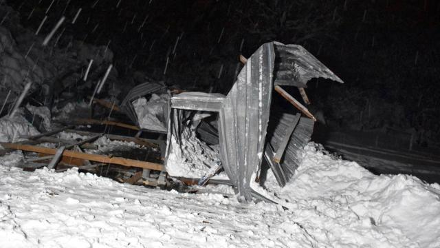 Bursada yoğun kar yağışı: 2 ağıl çöktü, 9 hayvan telef oldu