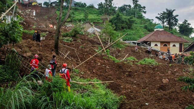 Endonezya'da heyelan felaketi: Ölü sayısı 25 oldu