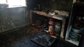 Sobayı benzinle tutuşturmak istedi, ev yandı